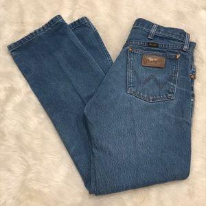 Vintage high waist blue wash taper wrangler jeans